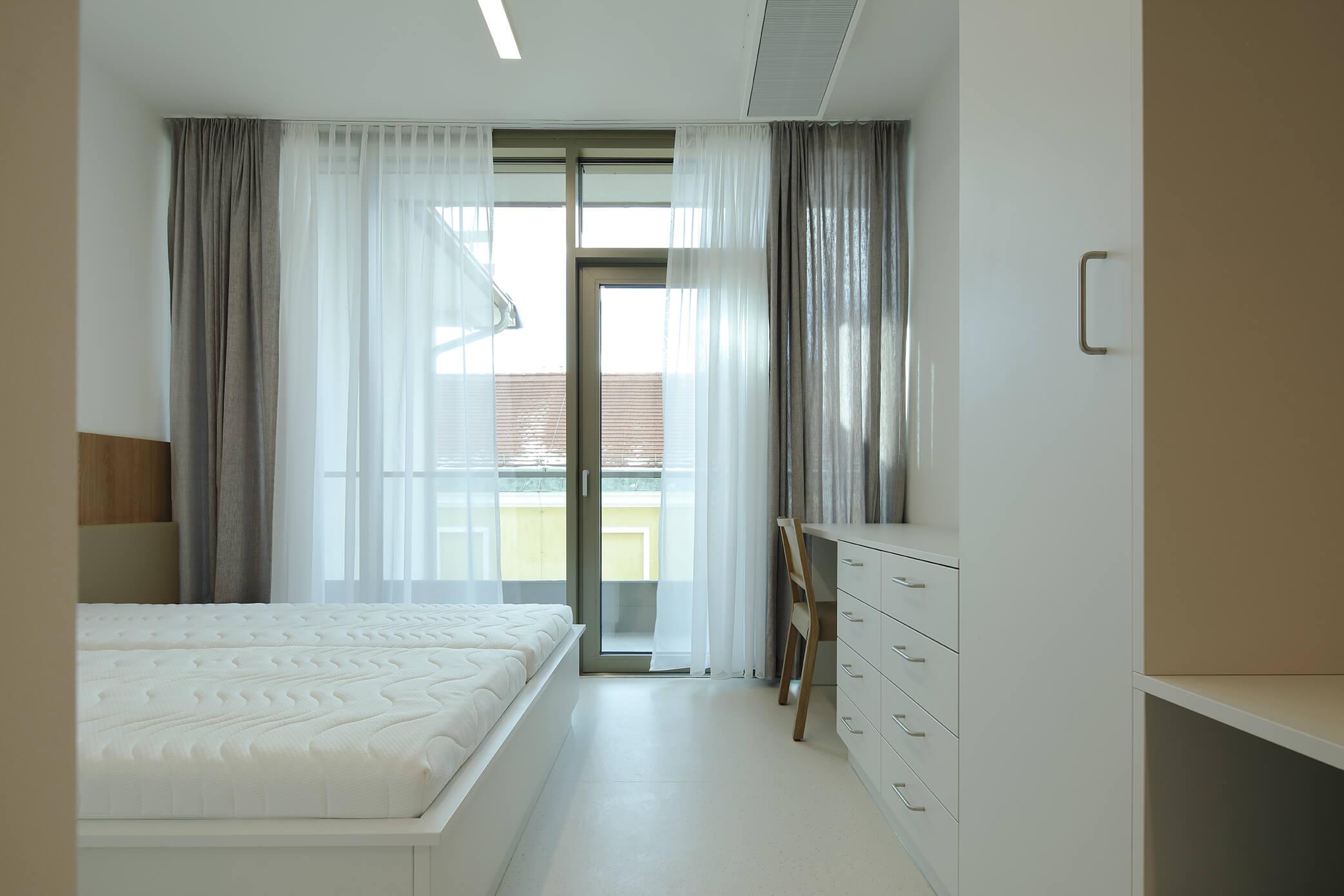 Zimmer im Krankenhaus der Elisabethinen